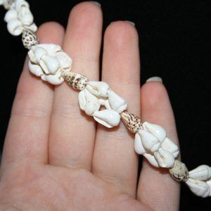 Vintage Jewelry - Vintage white and tan shell beaded necklace 32""